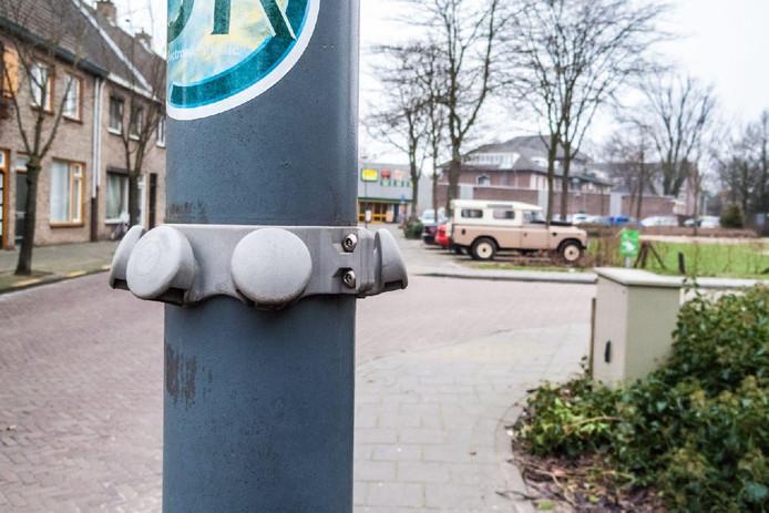 Odiliapeel zou graag zien dat er in het dorp ook van deze 'kroonringen' komen om te voorkomen dat zakken met plastic afval over straat waaien. De gemeente Uden wacht nog even.