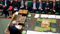 """LIVE. Theresa May vecht voor haar politiek overleven: """"Steun mij om de brexit vooruit te laten gaan"""", Corbyn noemt Brits kabinet """"zombieregering"""""""