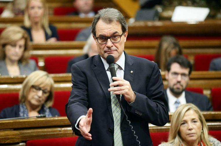 Artur Mas spreekt het Catalaanse parlement toe. Beeld reuters