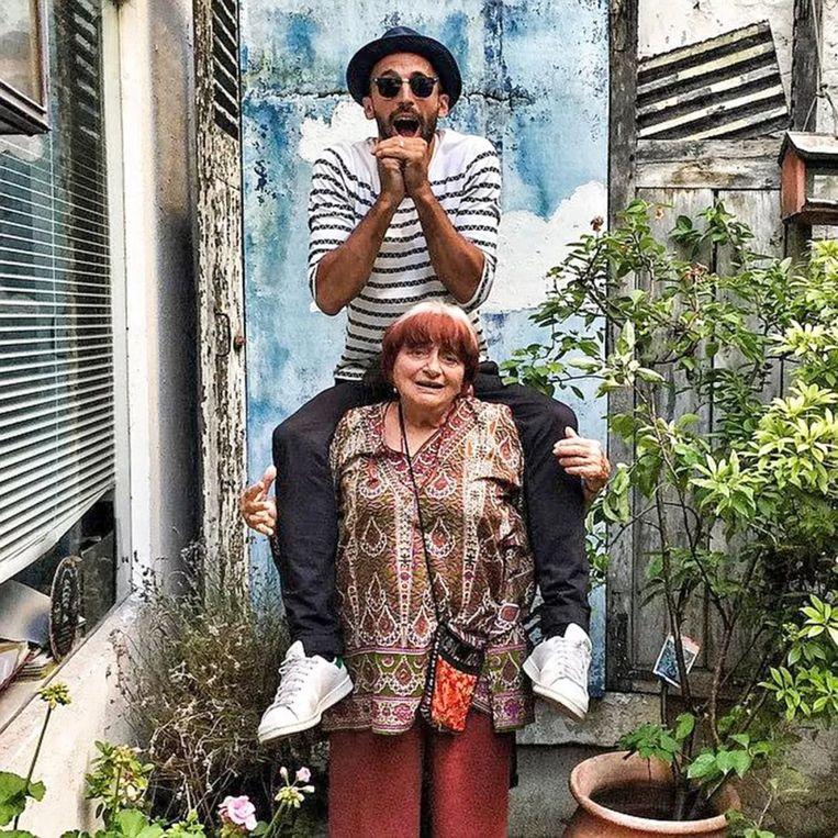 Agnes Varda met kunstenaar JR. Beeld null