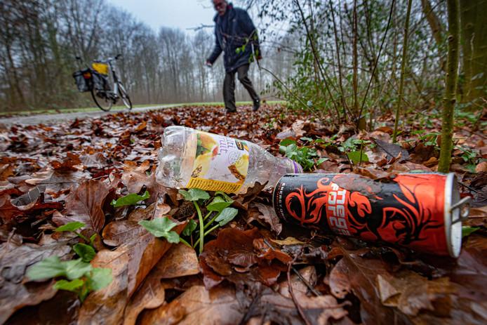 In Wierden is de afgelopen jaren steeds meer zwerfafval aangetroffen door de gemeentelijke buitendienst.