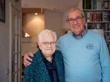 Diamanten paar uit Vriezenveen wandelende al samen naar de school: 'we zijn met elkaar opgegroeid'