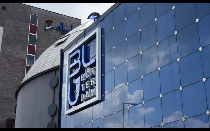 De Rotterdamse Club Blu langs de A20.