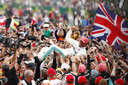 Lewis Hamilton is de gevierde man na zijn zege op Silverstone.