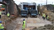 VIDEO. Drie uur om nieuwe spoorwegbrug van 780 ton op plaats te krijgen