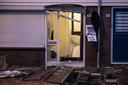 Grote actie van politie, justitie, defensie en belastingdienst in Almelo. Met explosieven werden deuren van woningen en loodsen opengebroken.