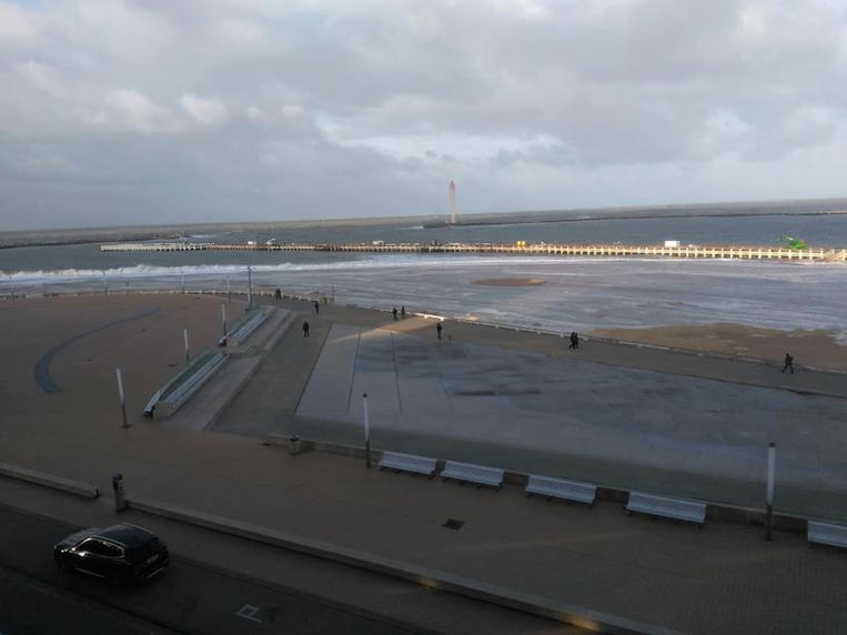 In Oostende is het Klein Strand nog eens overspoeld.