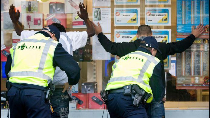 De politie voert een preventieve controle uit in Den Haag