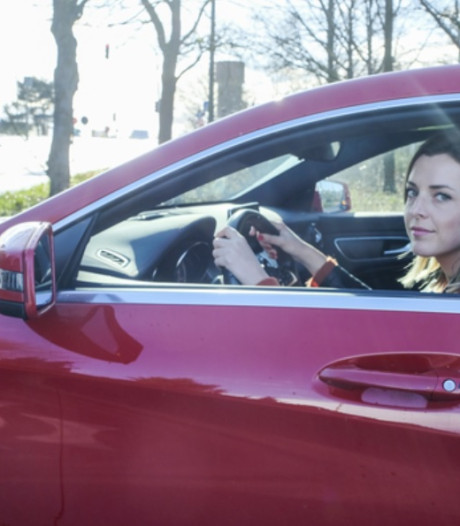 Après 17 ans, elle a enfin vaincu sa peur de conduire sur l'autoroute