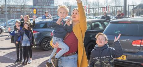 Kleindochter Janet krijgt brok in de keel bij hartverwarmende actie voor oma in Apeldoorn