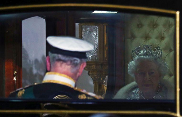 Prins Charles werd samen met zijn moeder in de koets van Buckingham Palace naar het Hogerhuis gebracht.