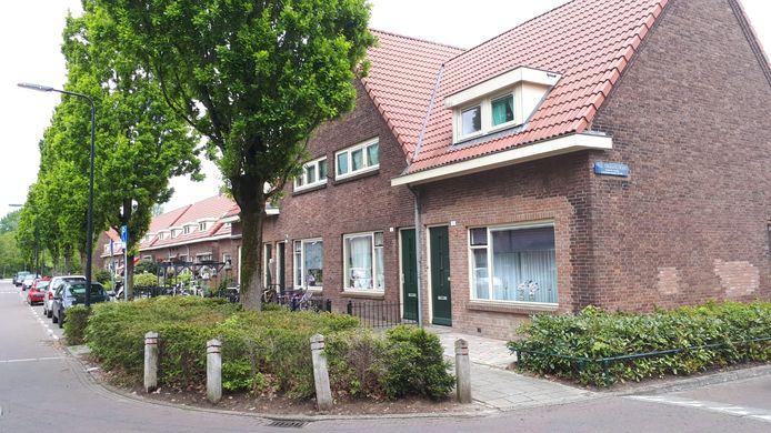 Het tweede huis van rechts is het huis waar het vluchtelingengezin woonde.