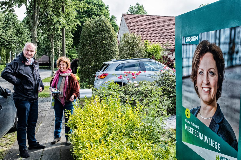 Björn Rzoska en Mieke Schauvliege van Groen op campagne in Bellem.