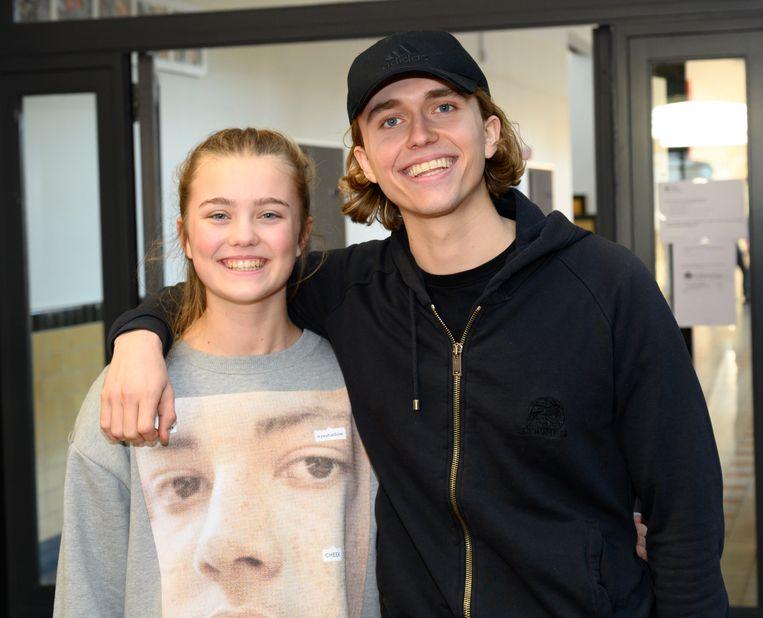 Ian Thomas nam zijn zus Lila-Jane mee. 'Ik zou niet terug naar school willen', zegt de zanger. 'Daarvoor maak ik te graag muziek.'