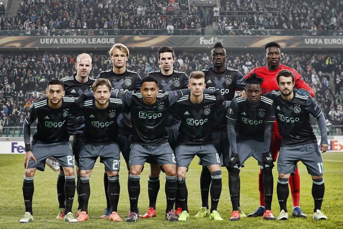 De elf van Ajax voorafgaand aan het Europa League-duel bij Legia Warschau van gisteravond.