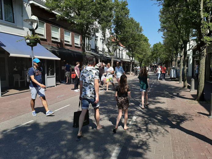 De Domburgse ondernemers willen dat de hoofdstraten ook deze zomer worden afgesloten voor het verkeer.