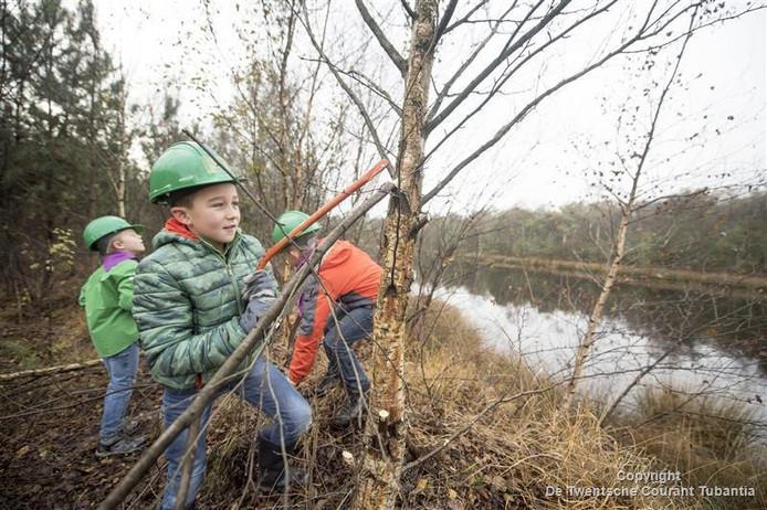 Kinderen helpen de natuur een handje