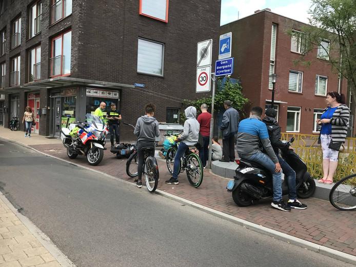 Een scooterrijder werd over het hoofd gezien door een automobilist op de Amsterdamsestraatweg.