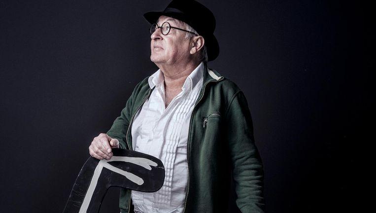 Youp van 't Hek: 'Ik ben na mijn hartoperatie niet banger geworden of zo, maar ik ben wel nóg meer gaan relativeren.' Beeld Martin Dijkstra