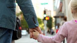 """Vader trekt naar Grondwettelijk Hof tegen nieuwe regeling kindergeld: """"Ik verlies twee keer"""""""