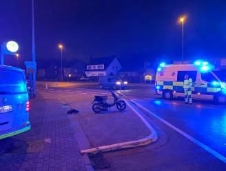 Bromfietser (18) gewond na aanrijding op fietspad