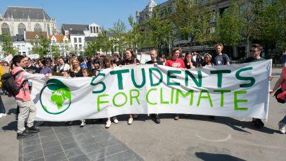 """Klimaatmars trekt 200-tal jongeren: """"Rijden met de auto zegt ons niets"""""""