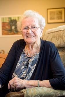 100-jarige Zus van Drunen uit Eindhoven: 'Waarom zo'n oud wijf in de krant?'