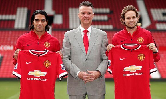 Falcao met coach Louis van Gaal en Daley Blind, een andere aanwinst van Manchester United.