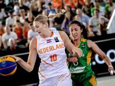 Basketbalsters beginnen WK 3x3 met zege én nederlaag op Museumplein