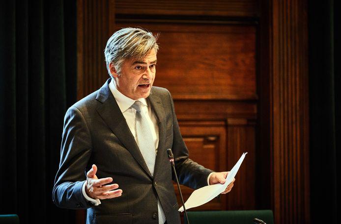 Wethouder Adriaan Visser in de gemeenteraad
