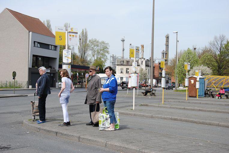 Reizigers moeten momenteel overstappen in Zelzate om tijdens de week van Terneuzen naar Gent te raken per bus.