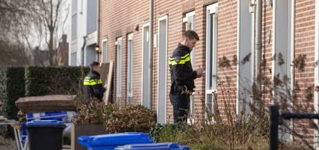 Buurtbewoners helpen politie en houden man staande die meerdere auto's vernielt in Baarn