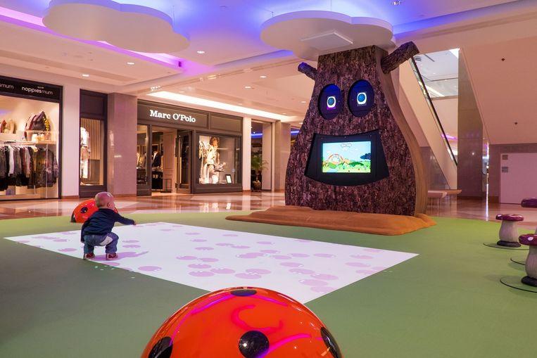 De gloednieuwe kinderhoek: het kindertreintje werd vervangen door een nieuwe interactieve animatiezone met bewegende diertjes op de grond.