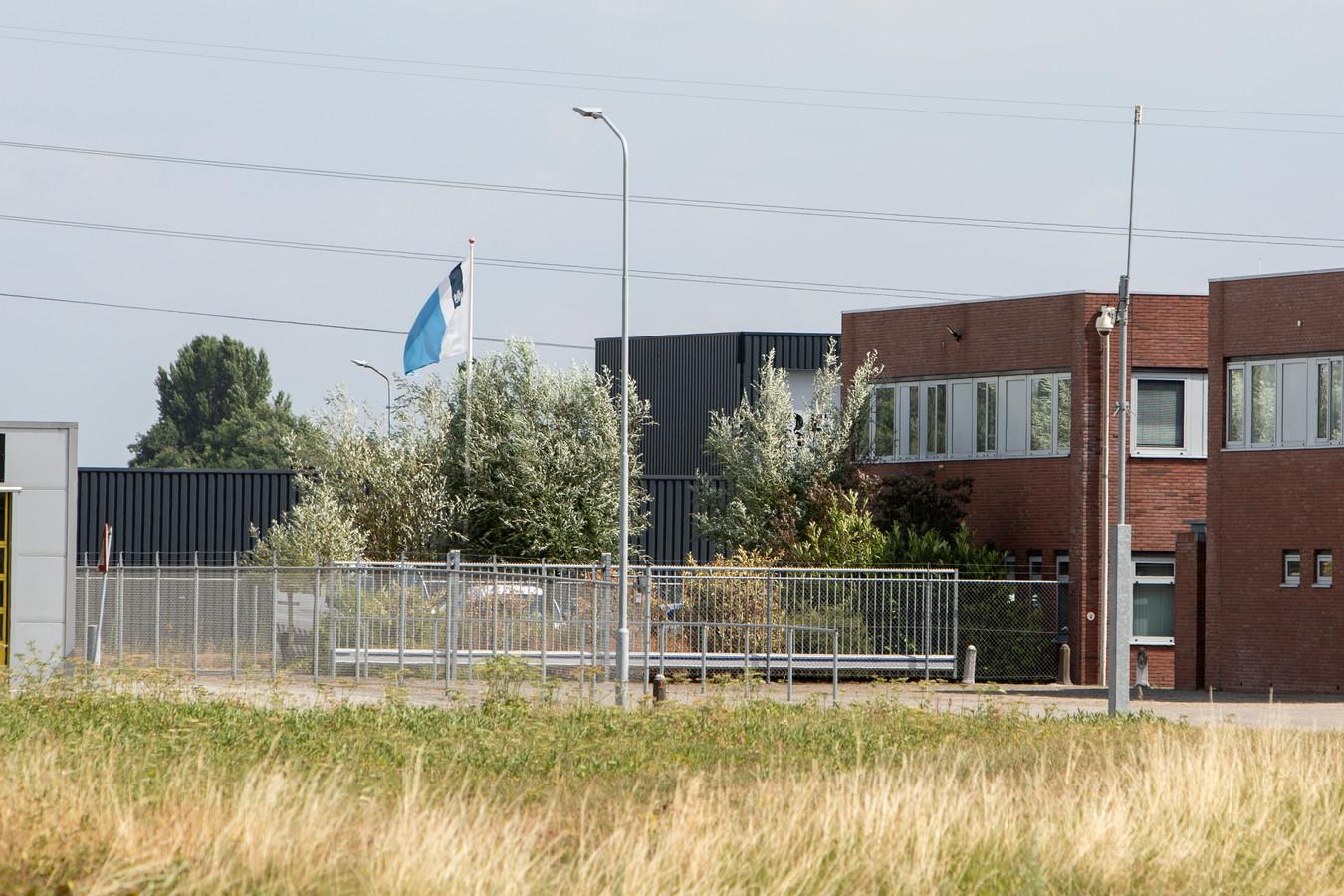 Het gebouw van de Dienst Vervoer & Ondersteuning in Zutphen waar in de zomer van 2018 een grote wapenroof plaatsvond.
