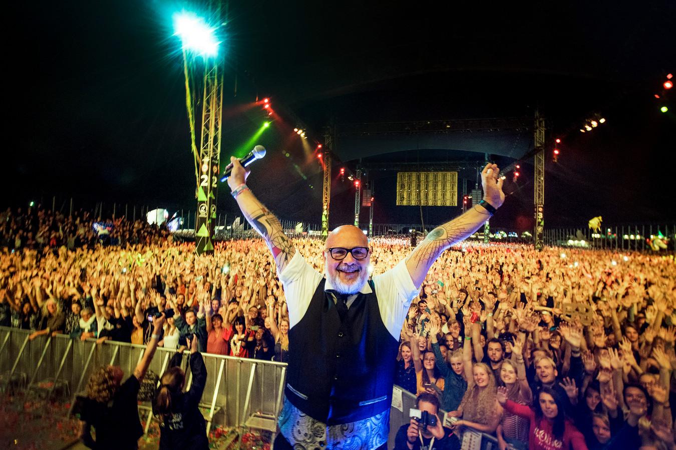 De roemruchte presentator van Appelpop Harry Rienmeijer heeft zojuist na jaren trouwe dienst zijn allerlaatste band aangekondigd.