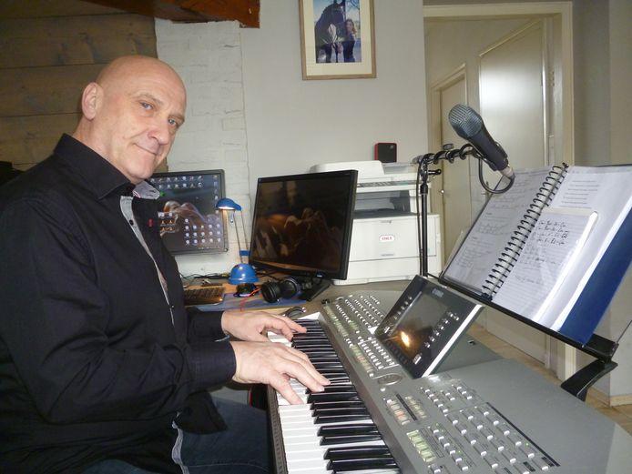 Theo van Eeuwijk uit Schijndel schreef en componeerde een liedje voor zijn overleden dochter.