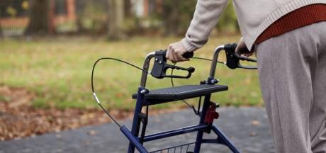 Politie jaagt op 'knuffeldieven' die meerdere ouderen beroofden