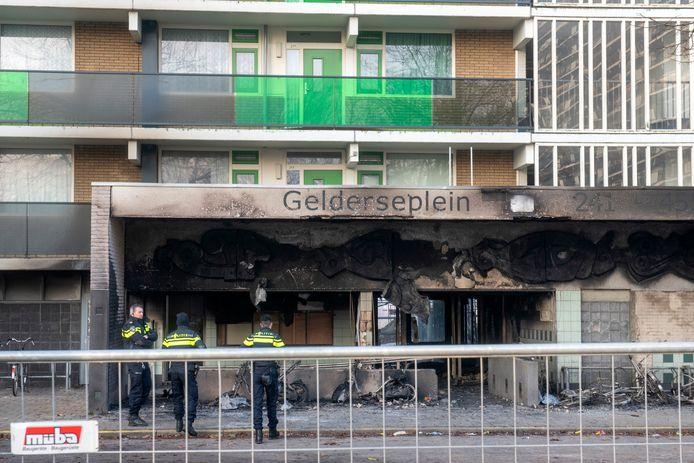 De schade aan de flat aan het Gelderseplein in Arnhem. Tijdens de jaarwisseling, op 1 januari 2020, kwamen een vader en zijn zoontje om het leven door een brand.