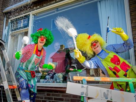Clowns Lili en Toebelie poetsen een lach op je gezicht