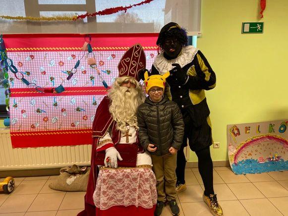 Clyde (7) is dolblij met de komst van Sinterklaas.