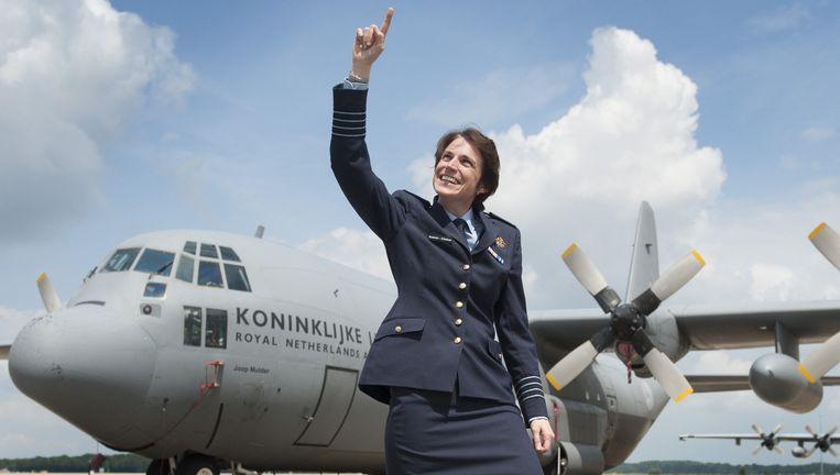 Elanor Boekholdt-O'Sullivan op het vliegveld van Eindhoven. De krijgsmacht heeft haar onlangs 'benoembaar gemaakt' voor de rang generaal. Beeld An-Sofie Kesteleyn