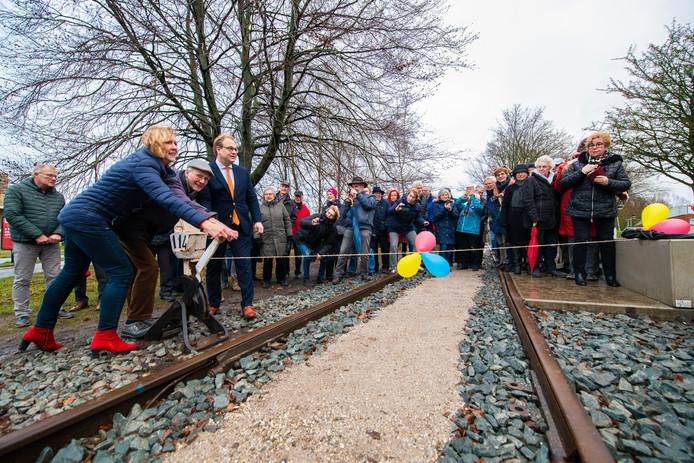 Op deze manier is de  Spoorlijn weer teruggebracht.