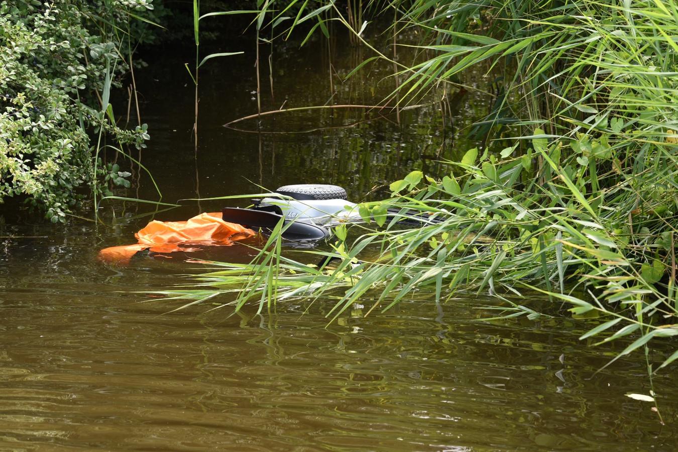 Scootmobiel te water langs Zandpad Utrecht