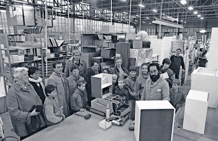 In de jaren tachtig komen onze fotografen vaak op open bedrijfsdagen terecht. Zo ook Thom van Amsterdam, die in 1985 deze plaat maakte in een fabriek ergens in West-Brabant. De vraag is waar en ook of u mensen herkent.