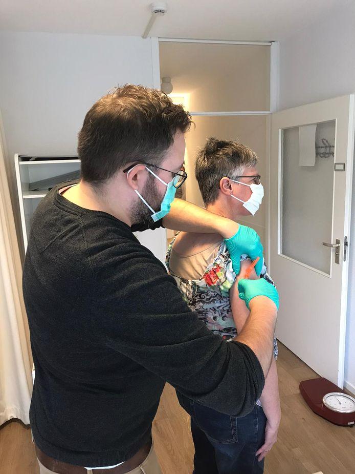 Coronaveilige griepprik bij huisartsenpraktijk Kroevenpoort