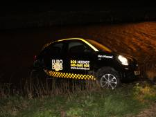 Bob-chauffeur vliegt uit de bocht in Zevenhuizen en rijdt water in
