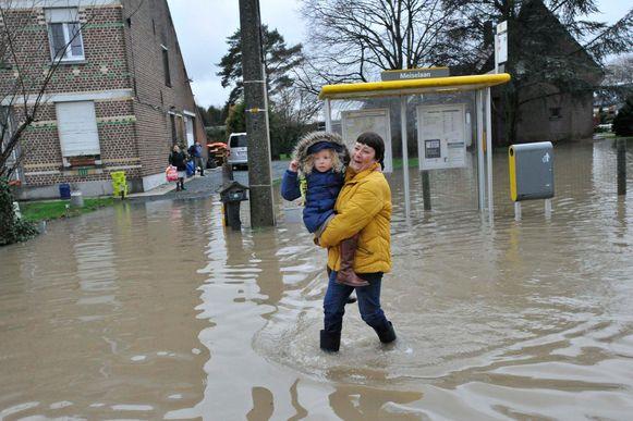 Begin dit jaar liepen verschillende straten in Nieuwenrode voor de zoveelste keer onder water. Dat was onder meer het geval in de Paddegatstraat.