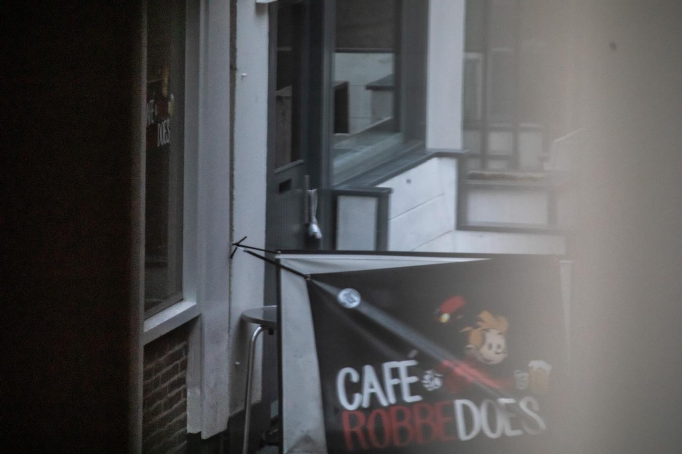 De handgranaat die eerder deze week aan de deur van een kroeg in Zwolle was gehangen.