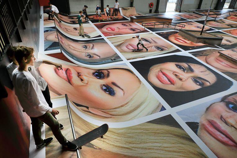Destroy my Face toont gezichten die zijn verminkt door plastische chirurgie. Beeld HH