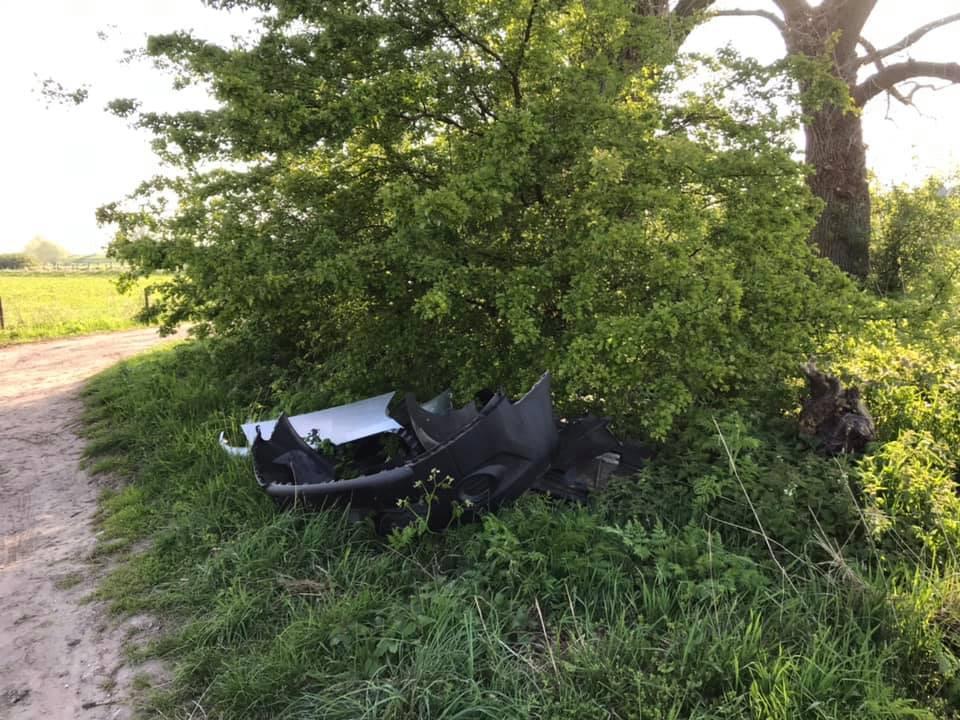 Een recente melding die de gemeente kreeg van zwerfafval: auto-onderdelen gedumpt aan de Molendijk richting de Waal bij Heerewaarden.